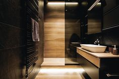Despite the abundance of dark shades and rough materials in the design of this modern apartment in Kyiv, Ukraine, it was made for a young artist. In the ✌Pufikhomes - source of home inspiration Bathroom Toilets, Wood Bathroom, Washroom, Modern Bathroom Design, Bath Design, Bathroom Designs, Pool Shower, Masculine Interior, Beautiful Bathrooms