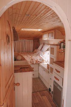 Van Conversion Interior, Camper Van Conversion Diy, Bus Living, Tiny House Living, Motorhome Vintage, Mercedes 508, School Bus Tiny House, School Bus Camper, Kombi Home
