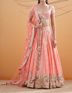 Planning your bridal shopping in India? Can't decide between Mumbai and Delhi Lehenga Shopping? Well, I tell you exactly which city is better suited for you Indian Fashion Dresses, Indian Bridal Outfits, Indian Bridal Lehenga, Indian Bridal Fashion, Dress Indian Style, Indian Designer Outfits, Wedding Lehnga, Pakistani Bridal, Pakistani Dresses