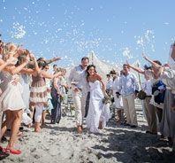 UnsereReal Weddings sind Inspiration pur! Wir lieben es, auf Entdeckungsreise zu gehen und tolle Hochzeiten, Styled-Shoots und Paarshootings aus der ganzen Welt zu finden und Euch zu präsentieren. Ihr findet stilvolle und einzigartige Momentaufnahmen voller Gänsehautfeeling, von Brautpaaren, deren glückliches Lächeln Herz und Seele erwärmt und von liebevollen Details voller Kreativität und Individualität. Wählteinfach aus eurer Lieblingskategorie oder stöbert in allen Real Weddings.