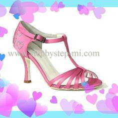 Sandalo in raso rosa decorato con cuori di strass #stepbystep   #ballo #salsa #tango #kizomba #bachata #scarpedaballo #danceshoes  #pink #cuore #heart #rosa  #pachanga