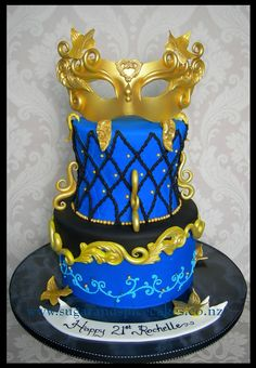 Midnight Masquerade Cake http://www.sugarandspicecakes.co.nz/
