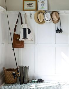 10 nice halls to be inspired by Hallway Storage, Home Decor Shops, Entrance Hall, Wabi Sabi, Old Houses, Home Buying, My Dream Home, Wardrobe Rack, Interior Inspiration