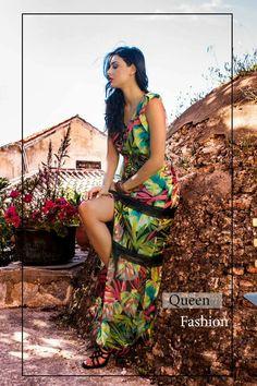 Καλημέρα  με ανεβασμένη καλοκαιρινή διάθεση 🌴 Μάξι φόρεμα με τροπικό εμπριμέ και άνοιγμα που θα μαγνητίσει τα βλέμματα...  #queenfashion #collection #summer #look #style #outfit #beaqueen