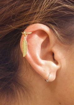 Gold Cartilage Hoop Gold Feather Earring Boho door MidnightsMojo, $8.50