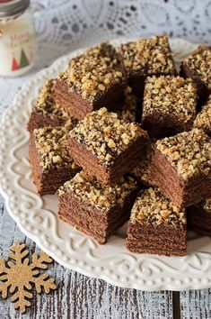 """""""I fancied baking something chocolatey,"""" said Ellen, so she scoured the cupboards and knocked up these delicious brownies Brownie Recipe With Cocoa, Brownie Recipes, Choco Chip Cookies, Choco Chips, Cacoa Recipes, Vegan Recipes, Cocoa Powder Recipes, Mexican Chocolate, No Bake Brownies"""