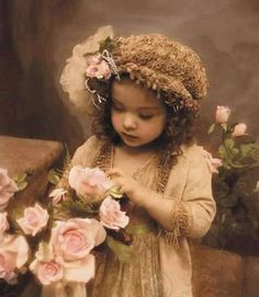"""Grow in grace, and in the knowledge of our Lord and Saviour Jesus Christ."" 2 Peter ""Grow in grace""–not in one grace only, but in all grace. Vintage Children Photos, Images Vintage, Photo Vintage, Look Vintage, Vintage Girls, Vintage Pictures, Vintage Photographs, Vintage Beauty, Old Pictures"
