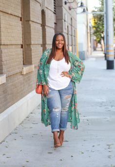 c5ac02aa57 25 Perfect Winter-to-Spring Outfit Ideas for Curvy Women