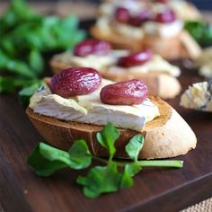 Crostini With Bleu Cheese + Roasted Grapes. YUM.