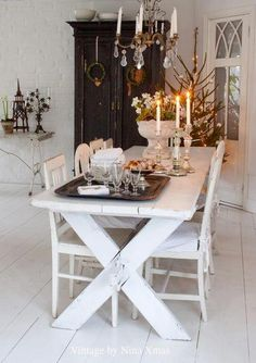 greige: interior design ideas and inspiration for the transitional home : Vintage by Nina Christmas (shabby chic decor dark) Dining Room Table, Dining Area, Dining Rooms, Dining Chairs, Vibeke Design, Estilo Shabby Chic, Deco Addict, Transitional House, White Decor