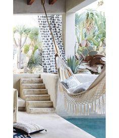 Un patio avec un hamac pinterest deco inspiration intérieur