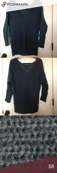 American eagle knit sweater Cute, cozy, perfect for fall/winter days! Adorable on, paired with jeans, boots, scarf etc. size Small. Can be warn as a longer small or a more fitted Medium. American Eagle Outfitters Sweaters