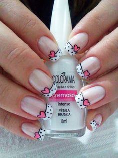 Opting for bright colours or intricate nail art isn't a must anymore. This year, nude nail designs are becoming a trend. Here are some nude nail designs. Fancy Nails, Trendy Nails, Diy Nails, Valentine Nail Art, Cute Nail Art Designs, Pedicure Designs, Pretty Designs, Dot Nail Art, Manicure E Pedicure