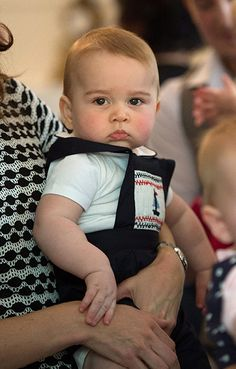 Royal tour: Prince George pictured playing on first official engagement - Photo 5 | Celebrity news in hellomagazine.com