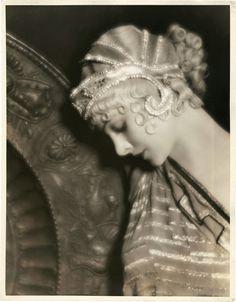 THE SECRET GARDEN: Art Deco 1920s Photography Myrna Loy...#aloette