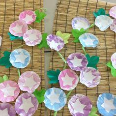 【アプリ投稿】スポンジスタンプで色を塗り星型に切った紙真ん中はり… | みんなが投稿した遊びや製作の写真がいっぱい!あそびのタネNo.1 保育や子育てに繋がる遊び情報サイト[ほいくる]