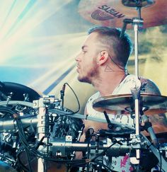 """Shannon """"Shanimal"""" Leto on the drums <3"""