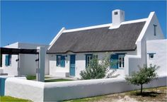 Skulpies Cottage (Walking distance from boardwalk) Adventure Activities, Going On Holiday, Classic Interior, Hearth, South Africa, Distance, Places To Go, Walking, Cottage