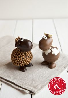 Chocolate Bomb, Chocolate Fondant, Chocolate Art, Easter Chocolate, How To Make Chocolate, Chocolate Recipes, Chocolate Showpiece, Chocolate Garnishes, Chocolates