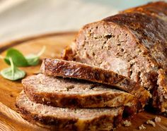 Venison Meatloaf This is one of the best recipes for ground venison around, for those who have family or friends who can't stand the thought of eating deer meat you can't tell this isn't beef, you will say Where's the Beef with this one. Deer Recipes, Dog Food Recipes, Cooking Recipes, Deer Burger Recipes, Game Recipes, Healthy Meatloaf, Easy Meatloaf, Venison Recipes, Ground Beef