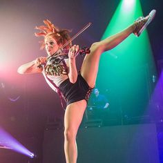 Lindsey Stirling. how does she do this and play?!