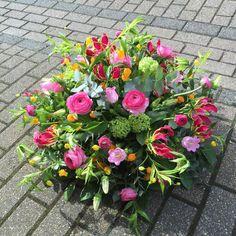 Artist Francien Gerringa Funeral Flower Arrangements, Funeral Flowers, Easter Flowers, Pink Flowers, Casket Sprays, Grave Decorations, Altar, Sympathy Flowers, Flower Basket