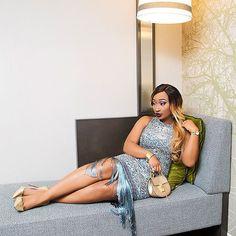 Happy Sunday....🙏.. Fringing my way into the new week wearing @slaytique dress #chicamastyle #chicadiva #blogger #bloggerfashion #bloggerstyle #bloggerchic #fashionbloggerstyle #brandinfluencer #fashiongram #fashionaddict #fashionguru #fashiongirl #fashionph #fallfashion #fashion #fashionchic #essence #vogue #voguemagazine #style #styleblogger #stylechic #styleinspo #styleinfluencer #fringe #dress Fringe Vintage Dress @slaytique Hair @kloehairdesigners Drew bag @chloe