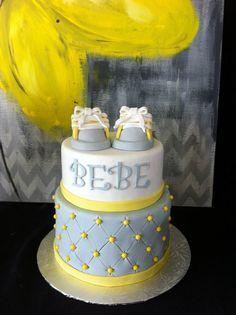 baby shower cake grey yellow Creation Maman gateau
