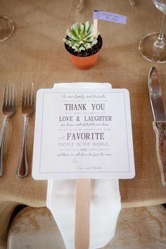 Thank your summer wedding guests with a thank you fan! #thankyounote #thankyounote #summerwedding www.weddingchicks.com/2013/11/04/winery-wedding-2/