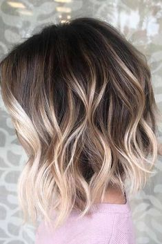 45 Chic Short To Long Wavy Hair Styles A line Messy Wavy Long Bob Hairstyle Wavy Bob Hairstyles, Long Bob Haircuts, Wedding Hairstyles, Ponytail Hairstyles, Beach Hairstyles, Modern Haircuts, Spring Hairstyles, Style Hairstyle, Celebrity Hairstyles