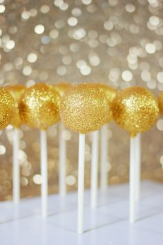 Is there really anything more classy than gold glittery cake pops? #MyPartyMyStyle