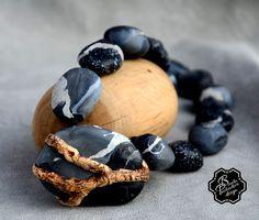 Polymer clay necklace with faux wood accent by Blanka Procházková. kamínky na dřevě