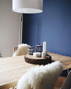 DIY Holzplatte Esstisch Dekoration Esszimmer Blaue Wand