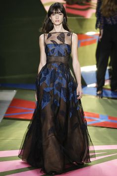 Lela Rose Fall 2016 Ready-to-Wear Fashion Show - great shape for a full gown Lela Rose, Beautiful Gowns, Beautiful Outfits, Couture Fashion, Runway Fashion, Fashion Week, Fashion Show, Concert Dresses, Full Gown