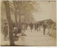 Quai Voltaire 1898 : [Bouquiniste] : [photographie] / [Atget]