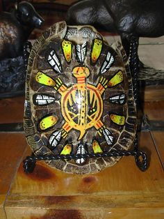 Native American Medical Cures That Save Many Lives ways) Native Indian, Native Art, Indian Art, Native American Design, Native American Tribes, Native Brand, Native Tattoos, Bone Crafts, Turtle Painting