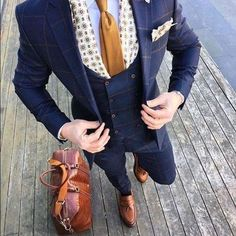 Get the secret that all dapper men use to keep their pocket squares intact! Preppy Mens Fashion, Mens Fashion Suits, Mens Suits, Male Clothes, Style Costume Homme, Mode Costume, Slim Suit, Suit Accessories, Dapper Men