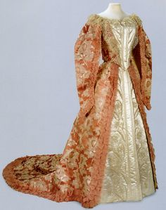 Russian court dress belonged to Empress Alexandra Feodorovna, spouse of Nicholas II. #Romanov
