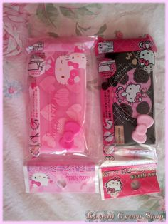Cute Hello Kitty eyelash case.  Authentic, licensed Sanrio product from Japan.  In Pink or Black.  Buy $70 or more in store merchandise to get one of these lens cases for free!  Place this item in your cart, and the price will be refunded after your order has been processed.