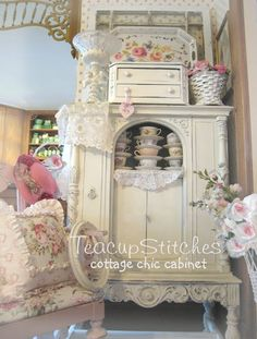Teacupstitches: One of my favorite Shabby Cabinets