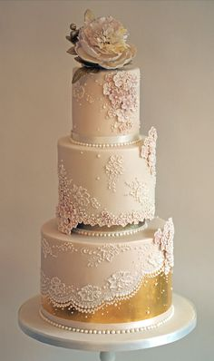 Rose gold wedding cake #weddingcakes