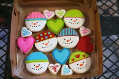 Snowmen cookies - so sweet!  I love snowmen!