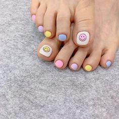 ไอเดียเพ้นท์เล็บเท้าสดใส ดูเซ็กซี่ขี้เล่นแบบสาวเกาหลี IG ddowa_nail Gel Toe Nails, Acrylic Toe Nails, Feet Nails, Summer Acrylic Nails, Toe Nail Art, Aycrlic Nails, Pretty Toe Nails, Cute Toe Nails, Love Nails