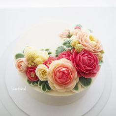 Repost sweetpetalcake    2 pound flower buttercream cake