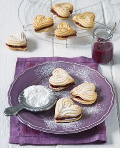 Parížske srdiečka Christmas Sweets, Christmas Baking, Xmas, Eat Me Drink Me, Food And Drink, Czech Recipes, Sweet Cookies, Biscuit Recipe, Something Sweet