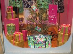 The 12 days of a Lilly Christmas...On the first day of Christmas my true love gave to me a Lilly tote!!! #LillyHoliday