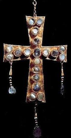 A Visigoth cross with gemstones. I often make jewelry that looks kinda like this style- had no idea it was Visigothic! My ancestors. Medieval Jewelry, Ancient Jewelry, Antique Jewelry, Vintage Jewelry, Wiccan Jewelry, Cross Jewelry, Beaded Jewelry, Gothic People, Empire Romain
