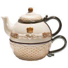 Grasslands Road Celtic Heritage Claddagh.  WANT WANT WANT SOOO BAD since i collect tea pots!!!
