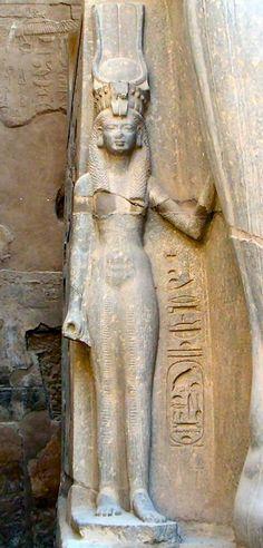 Nefertari, temple of Luxor, Egypt Egyptian Queen, Ancient Egyptian Art, Ancient Aliens, Ancient History, Art History, Old Egypt, Egypt Art, Architecture Antique, Ancient Artifacts