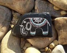 Glückssteine - bemalter Stein-Krafttier Elefant - ein Designerstück von PetiteMaman-Atelier bei DaWanda